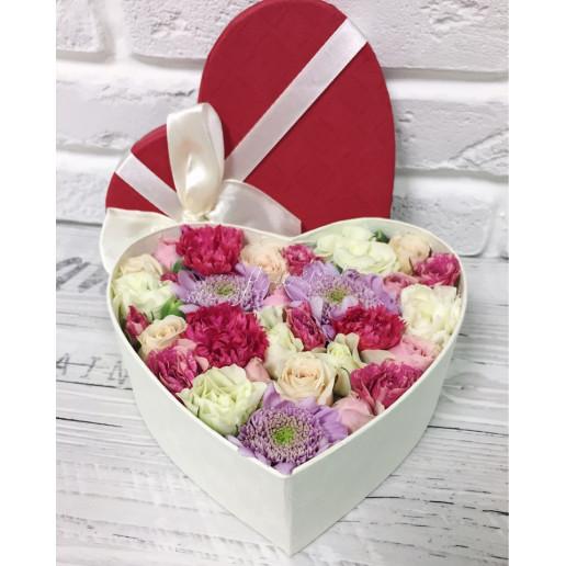 """Цветы в коробке """"Трепетная любовь"""""""