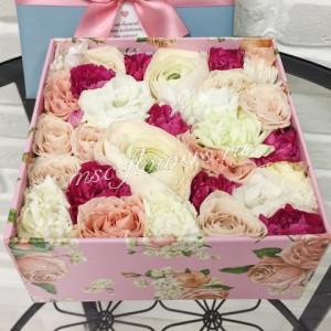 """Цветы в коробке """"Малиновый коктейль"""""""