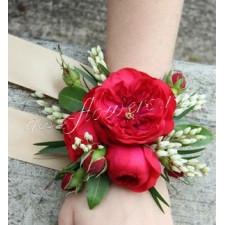 Браслет из пионовидной розы