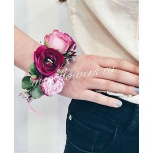 Браслет из кустовой розы и ранункулюса
