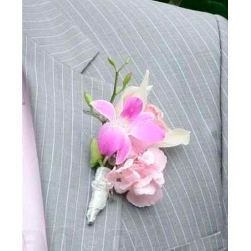 Бутоньерка из розовой орхидеи